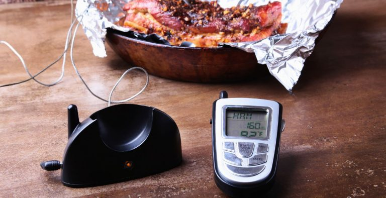 Cooking a roast in a skillet using a digital probe thermometer
